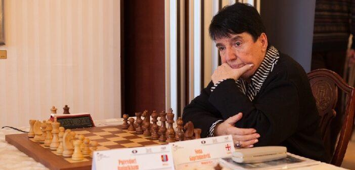 Nona Gaprindashvili, leyenda soviética de ajedrez, reclama cinco millones de dólares a Netflix